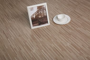 China Luxury PVC LVT Plank Flooring UV Coating Surface Treat 152.4mm x 914.4mm factory